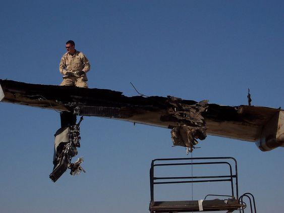 Slik så vingen ut på A300B4-fraktflyet fra DHL som mannskapet utrolig nok klarte å lande igjen i Bagdad for tolv år siden.