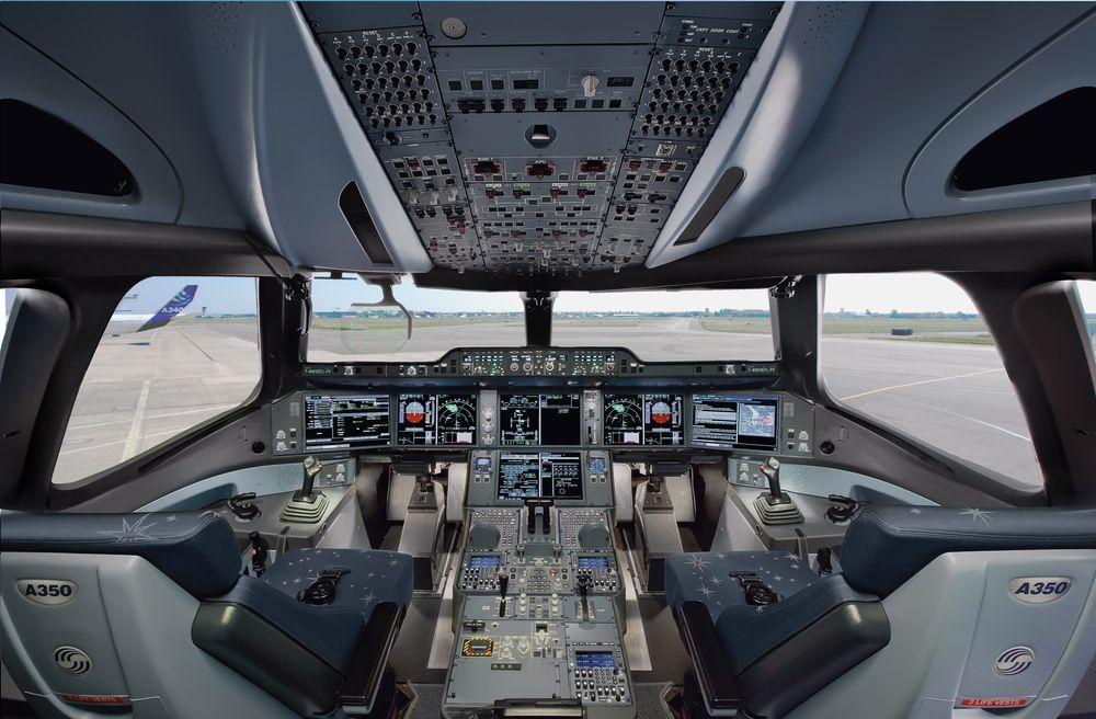 At nye A350 XWB fra Airbus og andre passasjerfly skal frakte folk uten folk foran i førerkabinen er foreløpig bare å glemme, mener Airbus-sjefen.