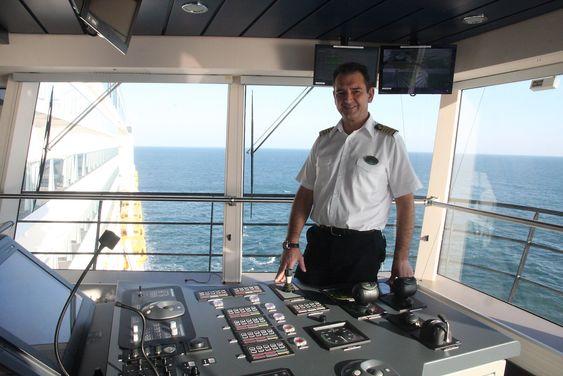 Kaptein Claus Andersen om bord på Anthem of the Seas. RCCLs nestsjef Adam Goldstein håper det blir flere norske kapteiner tilgjengelig som følge av offshorenedgang.