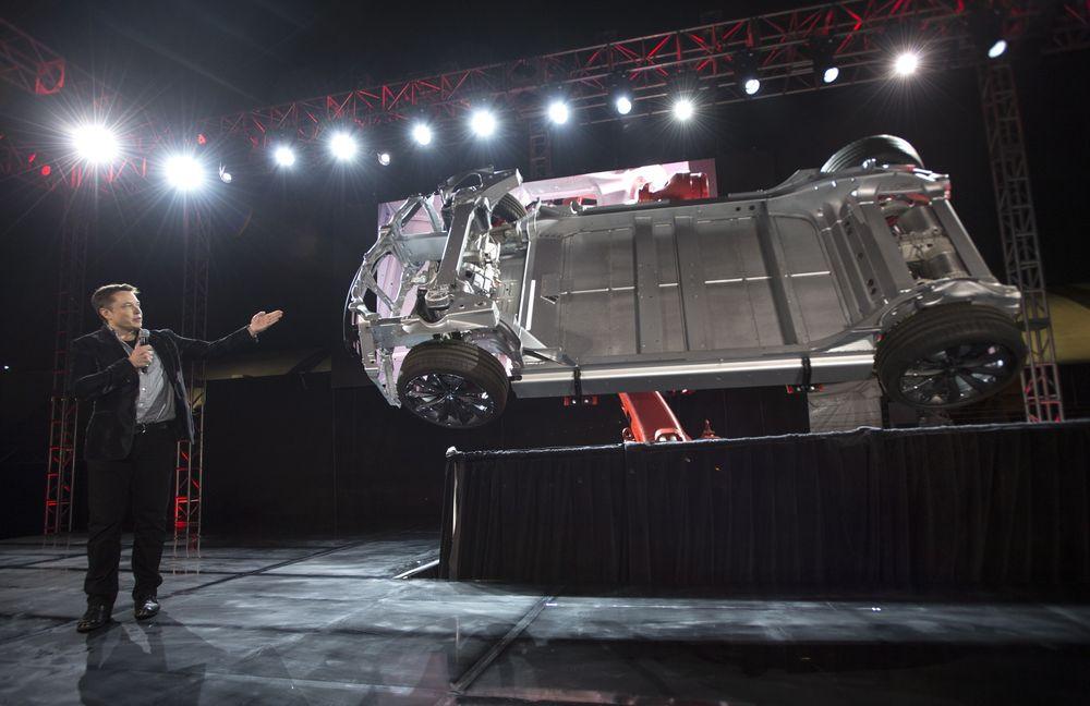 Tesla-sjef Elon Musk skal nok en gang avduke nye produkter i selskapets lokaler i  Hawthorne, California, men denne gangen er det ikke snakk om en bil. Torsdag i neste uke lanserer Tesla sine nye batteripakker.