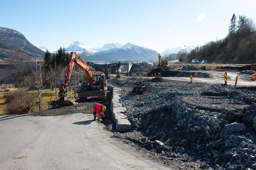 Både plan og utstyr kunne vært bedre under bygging av den nye Tresfjordbrua, mener Statens vegvesen.