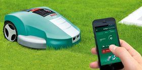 Appstyrt: De store produsentene har kastet seg over mobiltelefonen for å gjøre kontakten med gressklipperroboten bedre, slik som denne årsmodellen fra Bosch
