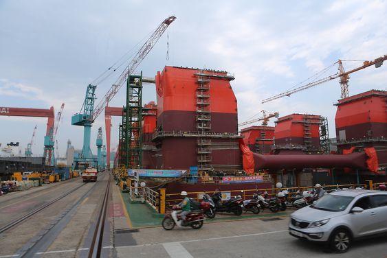 Den halvt nedsenkbare boreriggen Bollsta Dolphin bygges for riggselskapet Dolphin Drilling som eies av Fred Olsen Energy. Riggen bygges ved Hyundai Heavy Industries i Ulsan, Sør-Korea.