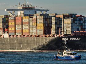 MSC Oscar på vei inn til Rotterdam.