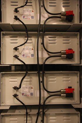 Batteribanken til hybridlaboratoriet er på 50 kWh og står i en container i kjelleren på Marintek.