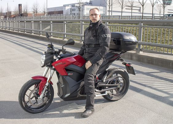 Elektrokonvertitt: Michael Hansson hadde kjøpt en Zero ZF 12,5 og var blitt voldsomt begeitret for sin elektriske tohjuling.