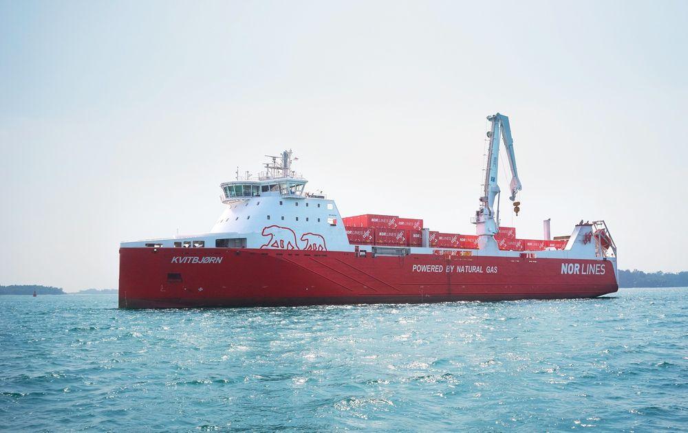 Nor Lines nye skip Kvitbjørn og søsterskipet Kvitnos er trolig verdens mest miljøvennlige godsskip. De er drevet av rene gassmotorer fra Rolls-Royce, og blir de første i sitt slag som ikke bruker dual fuel.
