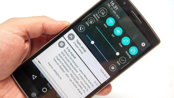 Varsler vises som kort, i Android 5.0-stil.