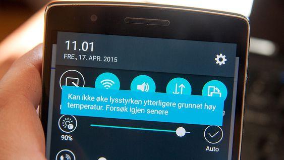 Om telefonen er varm, kan du ikke justere lysstyrken på skjermen til full styrke.