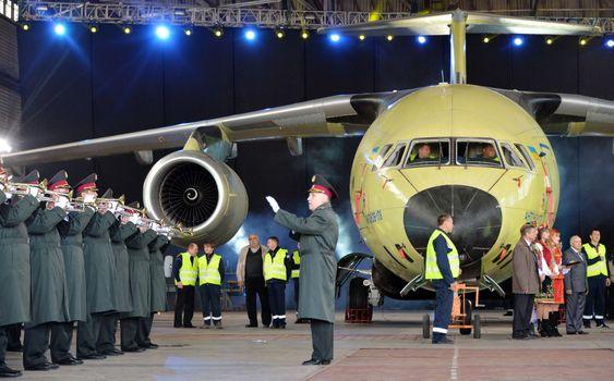 Høytidelig utrulling av An-178 torsdag.