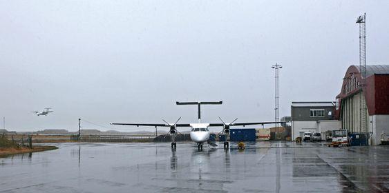 Widerøe Dash 8-100-fly på Bodø lufthavn.