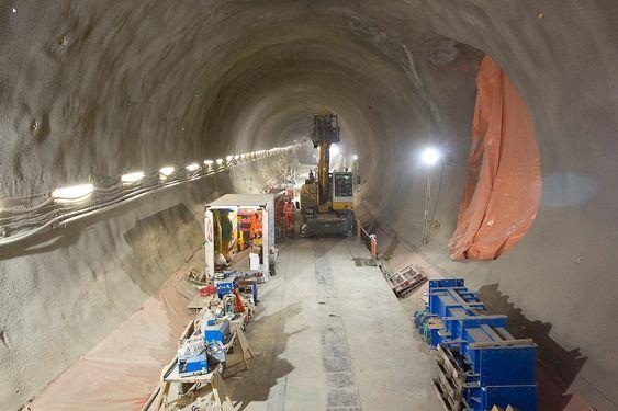 Over 3 millioner tonn masser er fraktet ut av tunnelene og over til Wallasea island.