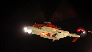Flygeren måtte holde seg fast i taket i Sikorsky-maskinen