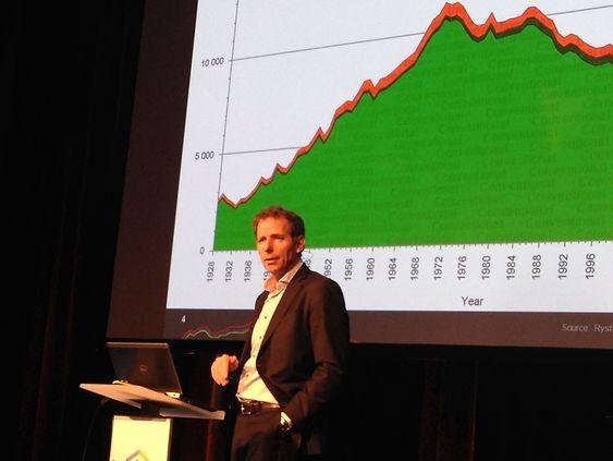 Jarand Rystad mener norsk subsea-bransje må ha is i magen. Analyseselskapets kurver peker oppover i 2017 og 2018.