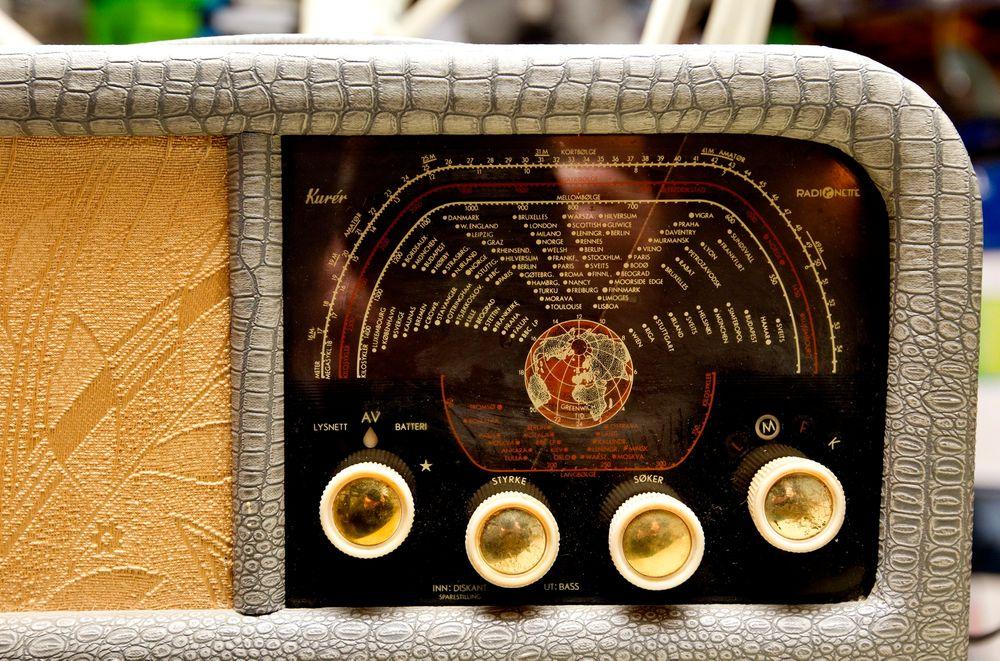 En kurér-radio fra 50-tallet vil ha vanskeligheter når FM-nettet slukkes i 2017.