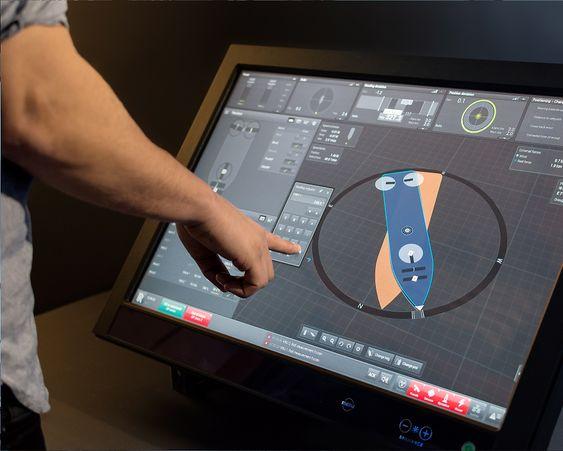 Applikasjonen Icon DP brukes til å holde skipet i samme posisjon - dynamisk posisjonering. Det er en viktig del av konseptet Unified Bridge.