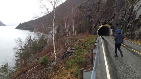 Det ble for dyrt å legge strøm til denne tunnelen. Nå skal den lyses opp av solceller