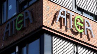 Det er knute på tråden mellom Atea og Apple, men bare i Danmark. Selskapet venter likevel ingen konsekvenser etter at Apple har satt partneravtalen og samarbeidet i bero.