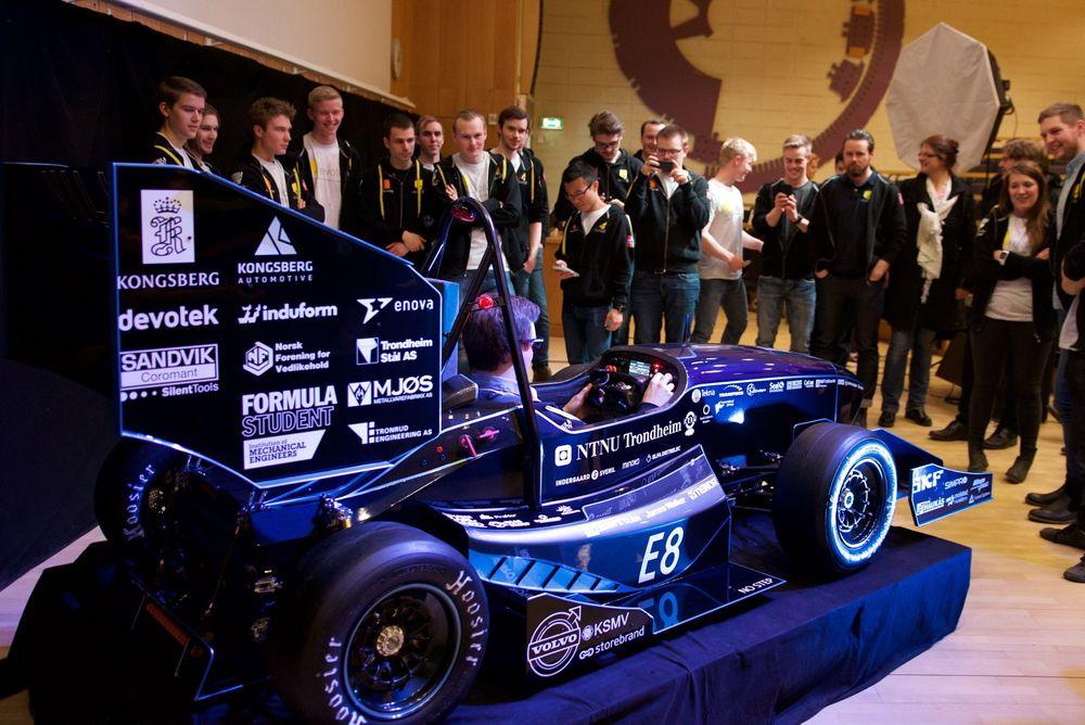 Elracerbilen til NTNU-studentene i Revolve kan gå fra 0 til 100 på 2,8 sekunder, og kan - i hvert fall i teorien - kjøre opp-ned i en tunnel i 125 kilometer i timen. I juli er de klar for Formula Student på Silverstone.