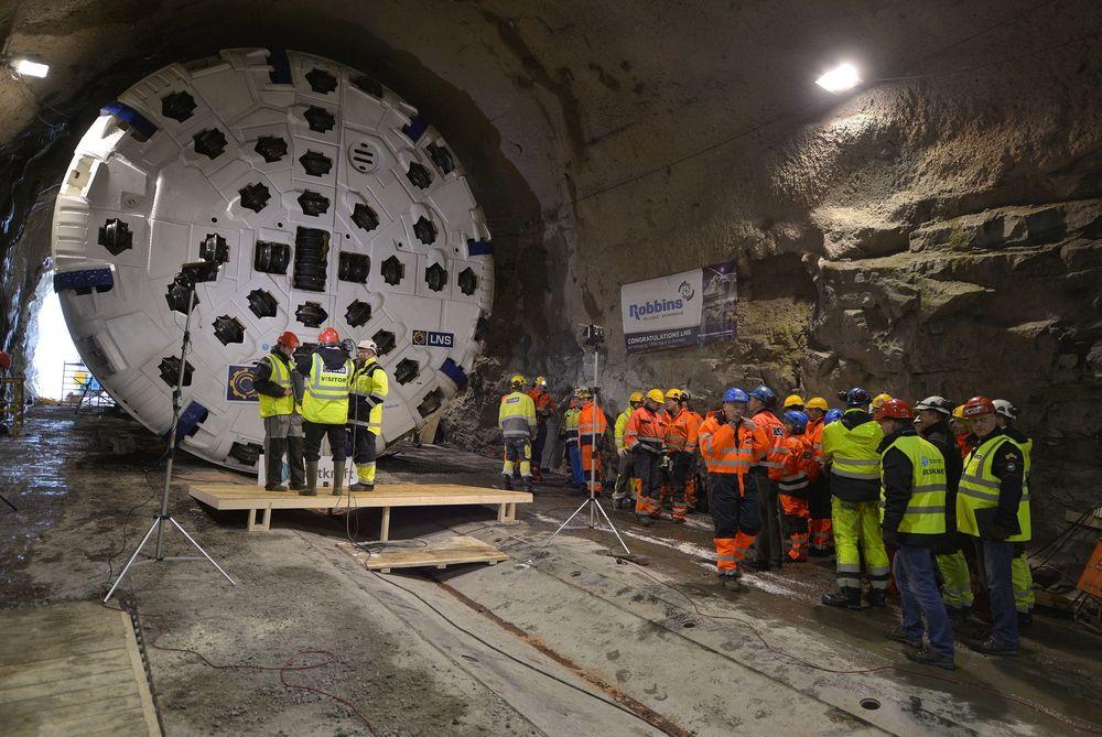 Tunnelboremaskinen Jern-Erna har havarert og venter nå på nytt lager før den kan fortsette drivingen av ny krafttunnel i Nordland.