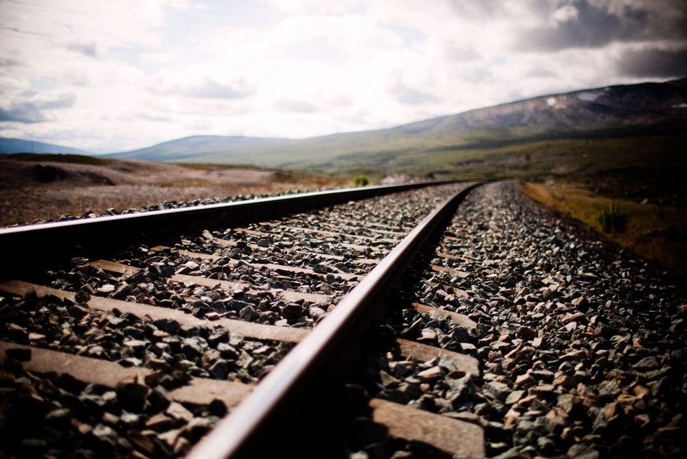 Endelig er jernbanefyllingen «Stora Helvetet» langs Meråkerbanen utbedret, og strekningen åpen for togtrafikk igjen.