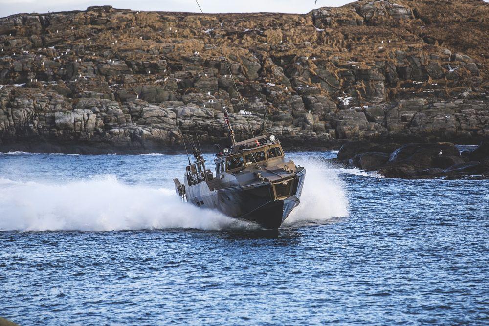 Mens Kartverket vil ha detaljerte dybdedata ut til alle fortest mulig, krever Forsvarets Operative Hovedkvarter at alle søker om tilgang til informasjon om detaljer langs kysten.