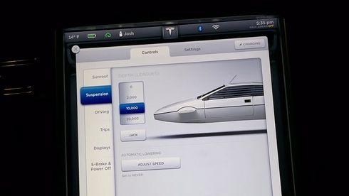 Sjekk James Bond-hemmeligheten som ligger gjemt i Tesla-kontrollpanelet