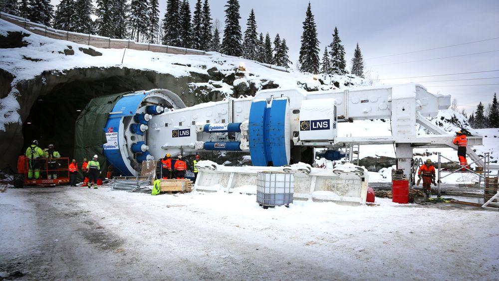 Italienere og spanjoler har fått den rekordstore jernbanekontrakten som omfatter bruk av tunnelboremaskiner gjennom Ekebergåsen. (Illustrasjonsfoto fra boringen av kraftverket Nedre Røssåga i Nordland.)