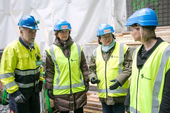 Prosjektleder Trond Bjørgan sammen med byråd for miljø og samferdsel i Oslo, Guri Melby (V), fylkesordfører i Akershus, Annette Solli (H), og ordfører i Bærum Lisbet Hammer Krog (H).