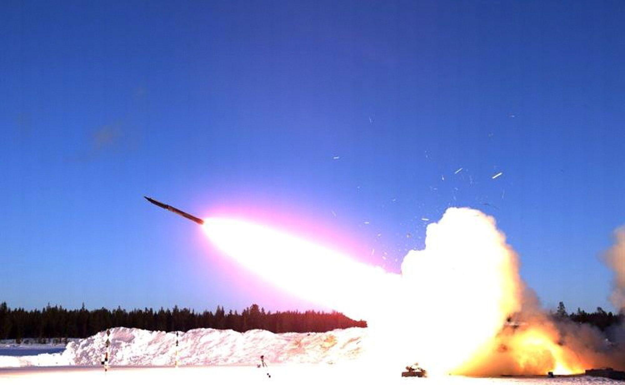 Boeing og Saab har det siste halvåret samarbeidet om å ta fram Ground Launched Small Diameter Bomb (GLSDB). I forrige måned ble systemet prøveskutt på rakettskytefeltet i Vidsel.