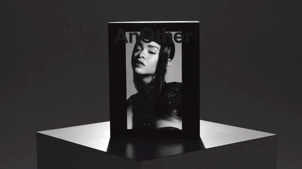 Rihanna pryder forsiden av magasinet AnOthers spesialutgave.