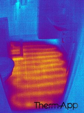 Her er varmekabelen: Skal det bores i et gulv med varmekabel kan et termokamera betale seg i løpet av sekunder