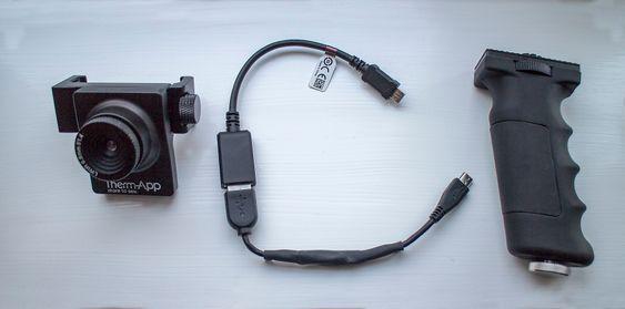 Delene: Therm-app består av kameraet med to klemmer som skrurseg fast i telefonen. Et pistolgrep, og en kabel som kobler kameraet til telefonen. Og så trengs det enn app selvfølgelig.