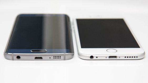 Selv om materialvalget er godt, kan vi kanskje ikke gi Samsung poeng for originalitet når det kommer til plassering av minijack, USB og høyttaler.
