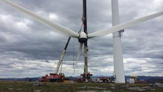 Erstatter fem vindmøller med tre nye - nær dobler produksjonen
