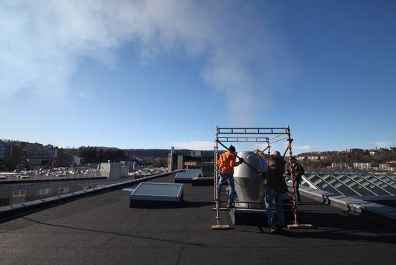 Ulike ventilasjonsløsninger testes ut på taket av Norconsults lokaler i Sandvika