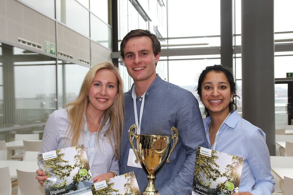 For å få sommerjobb hos Siemens kan studenter delta i konkurranse. Her er vinnere fra 2014 Linn Christin Haugen, Håkon Sverre Rønning, Manu Joshi.