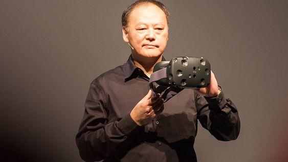 HTC-sjef Peter Cho viste frem den nye HTC One M9.