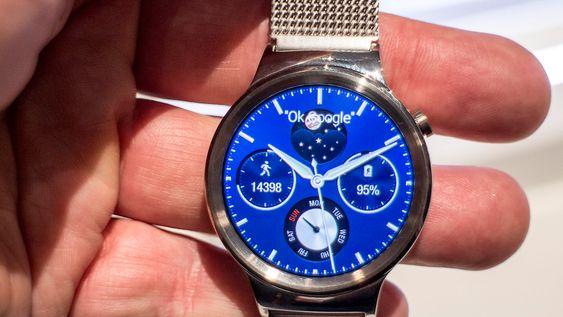 Elegant: Vi har ikke sett en mer elegant smartklokke enn Huawei Watch. Den høyoppløselige AMOLED-skjermen gjør at klokkefronten ser veldig ekte ut og bruken av metall forsterker inntrykket.