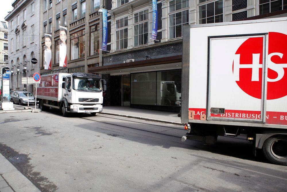 For å halvere utslipp fra varetransport i Oslo anbefaler forskerne egne byterminaler som øker lastvekt på bilene osm kjører inn og ut av sentrum.