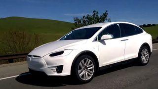 Her er Tesla Model X på veien i California