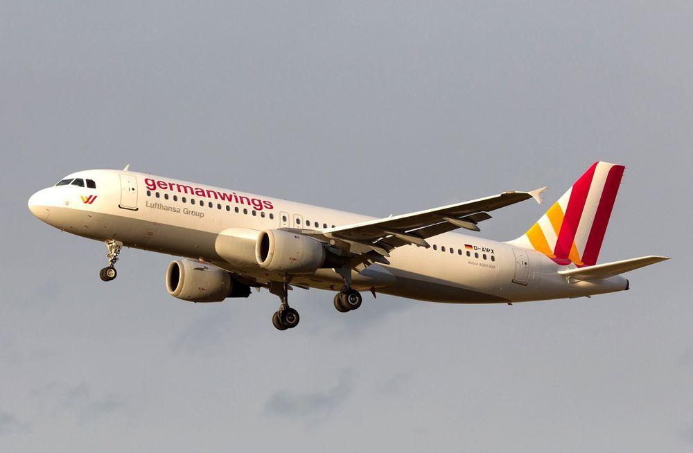 Dette udaterte bildet viser ulykkesflyet D-AIPX fra Germanwings, et Airbus A320-200 produsert i 1990.
