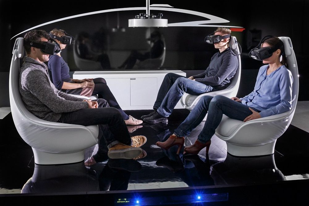 Fra bilkjører til passasjer: Slik kan innsiden av en selvkjørende bil se ut i 2040.