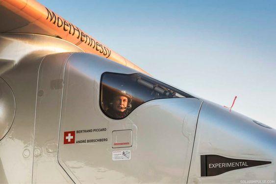 Bertrand Piccard på den fjerde en treningsturen 2. mars. Han overtar det énseters flyet i Oman og skal fly andre etappe.