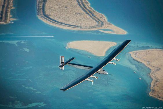Solar Impulse 2 på en av treningsturene over Abu Dhabi tidligere i mars.