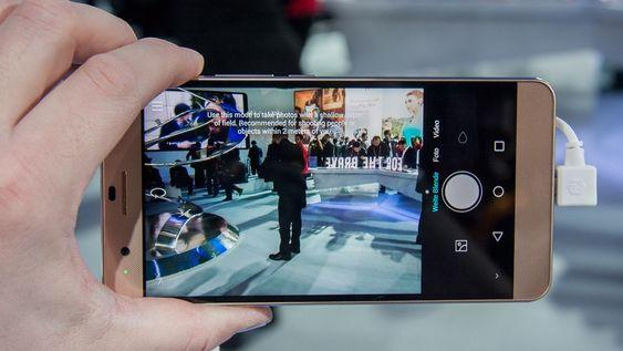 Kameraet brukes som normalt, selv om det er to sensorer på baksiden.