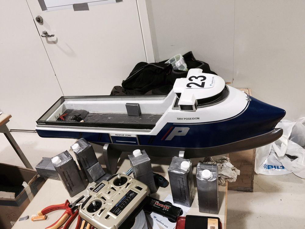 Modellbåten til Spjelkavik videregående skole.