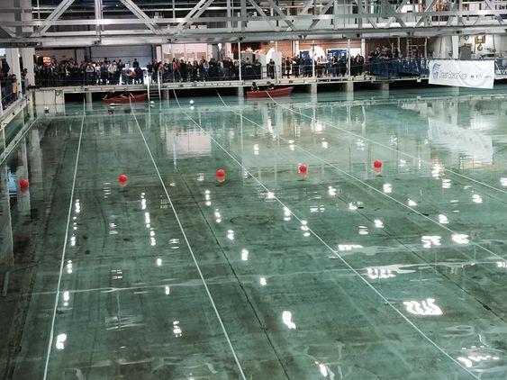 Stille før stormen: Alle modellene skal starte likt i Ocean Space Race som foregår i havbassenget på Marintek i Trondheim hvert år.