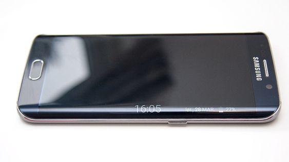 Siden på skjermen kan vise deg klokke og enkelte varsler når telefonen er i hvilemodus.
