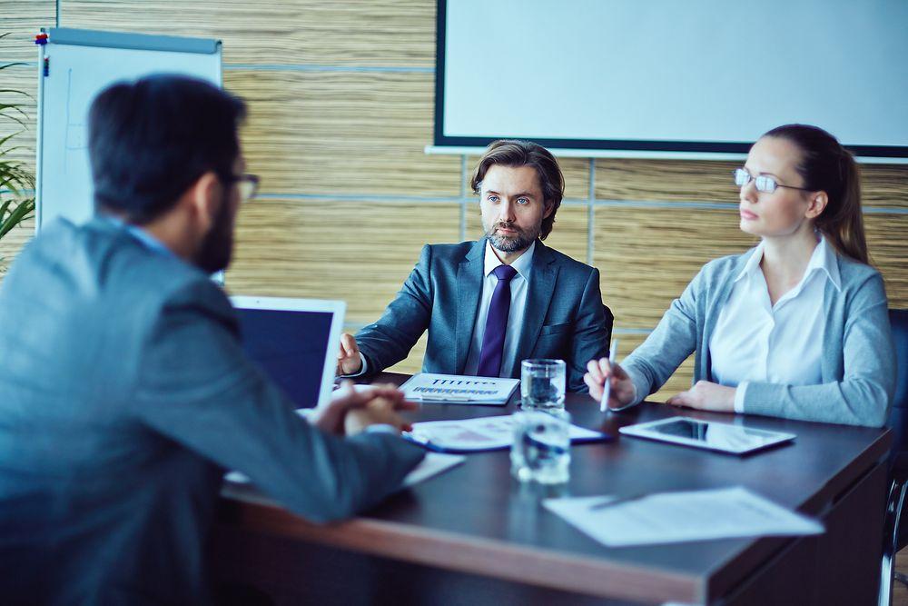 Arbeidserfaring, personlighet og kommunikasjonsevner er det som rangeres høyest når virksomheter skal ansette nye medarbeidere, ifølge en undersøkelse fra Universum.